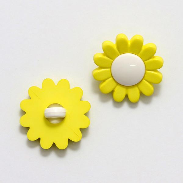 Knapp Daisy 17 mm gul/hvit