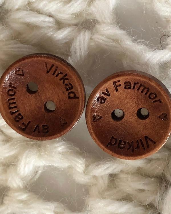 Träknapp Virkad av Farmor 15 mm