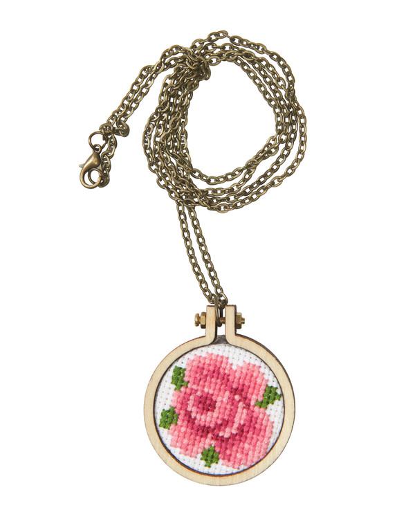 Stickpackung Stickerei Rose für Halskette