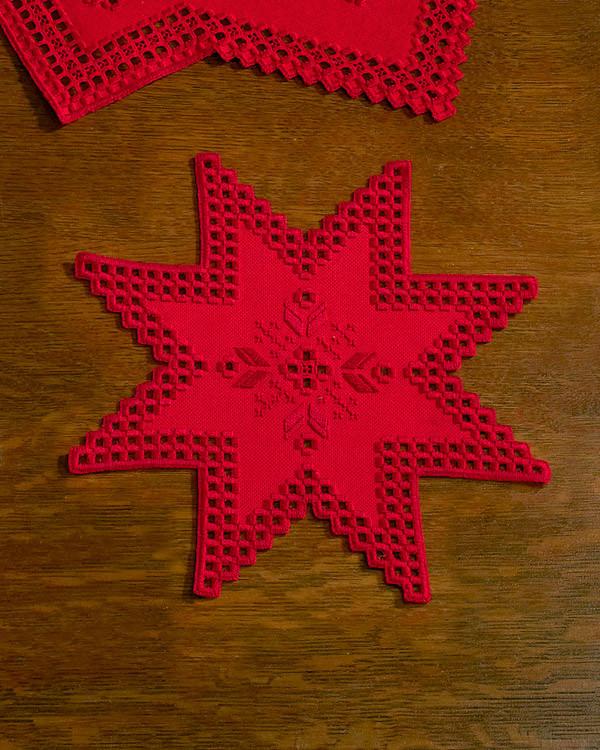 Hardangerdeckchen Stern rot