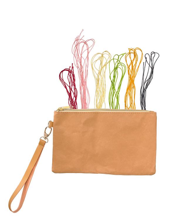 Väska/clutch med handledsrem utan garn och mönster